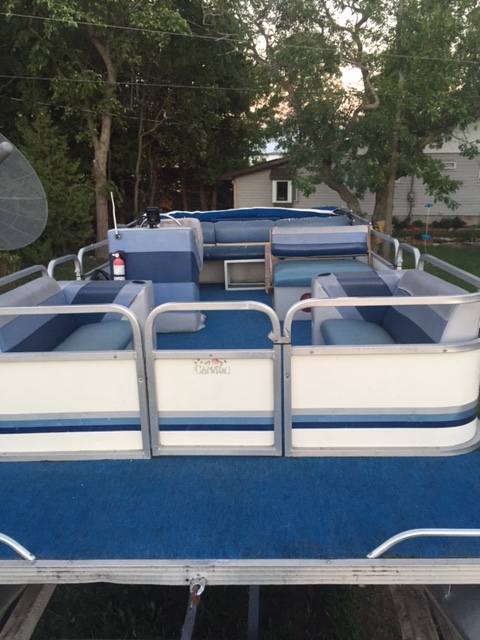 1989 20' pontoon boat